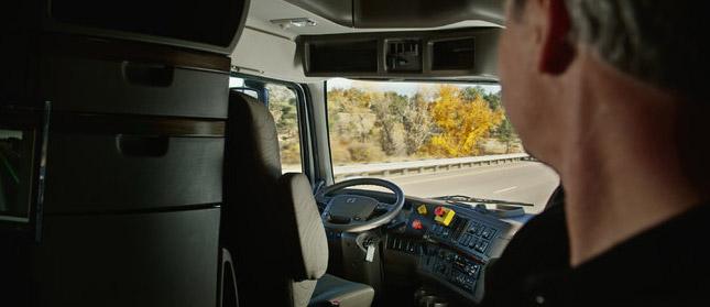 autonomous-truck-otto-driver-looking